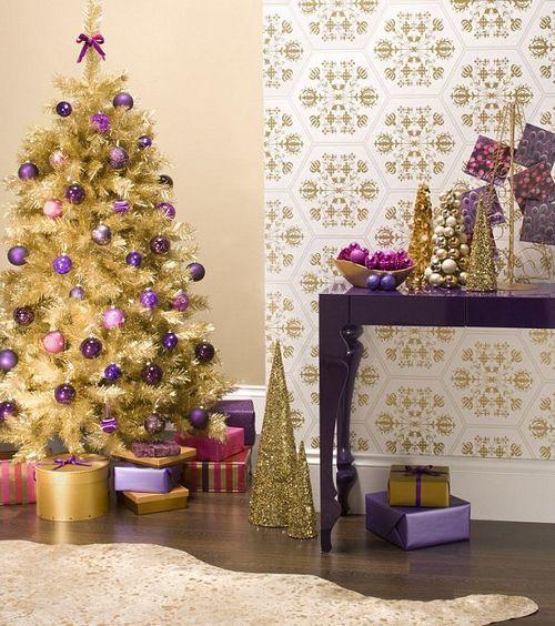 Украшение новогодней елки в детской комнате